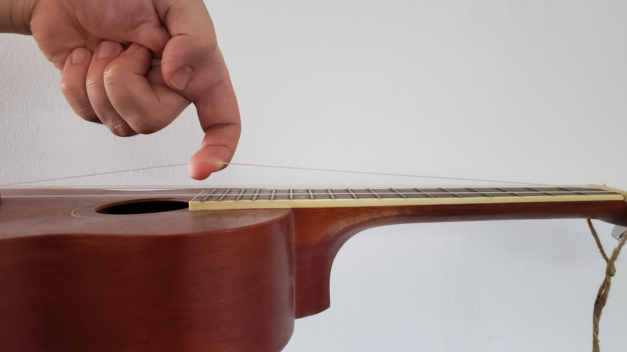 How to Stretch Nylon Ukulele Strings